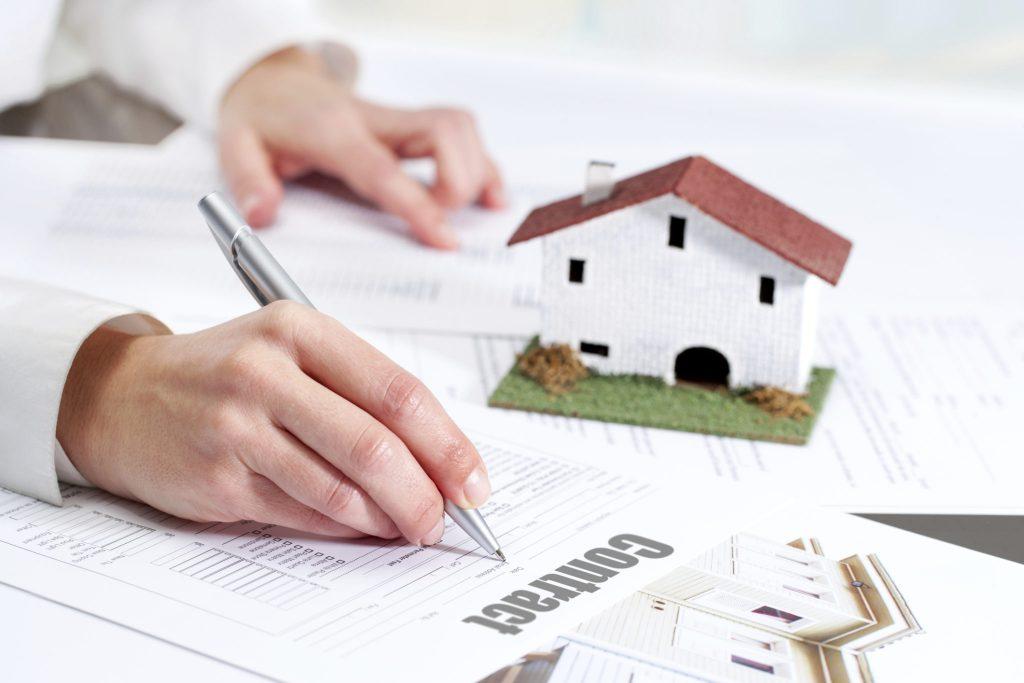 Kiểm tra kĩ lưỡng hợp đồng thuê nhà ở trước khi kí kết