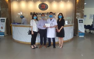 Du học Indec trao tiền gây quỹ ủng hộ bệnh nhi ung thư cho bệnh viện K Tân Triều