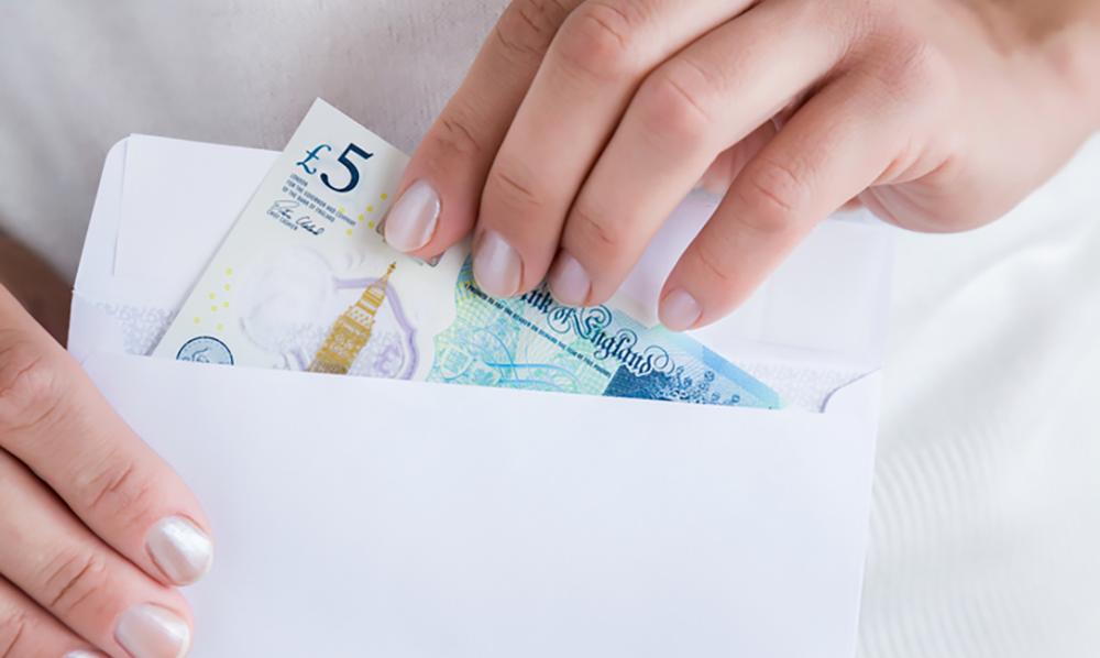 Học phí có thể chiếm đến một nửa ngân sách du học Anh của bạn.